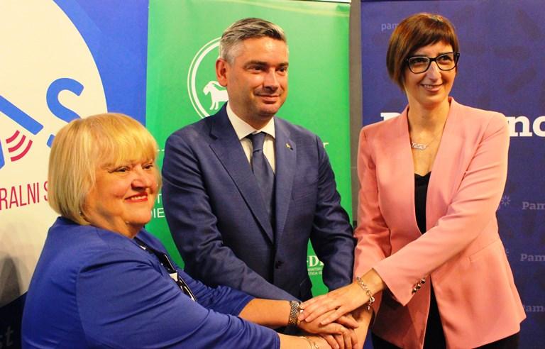 Anka Mrak-Taritaš predsjednica GLAS-a, Boris Miletić, predsjednik IDS-a i Marijana Puljak, predsjednica stranke Pametno