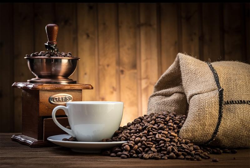 Razbijen mit o kavi