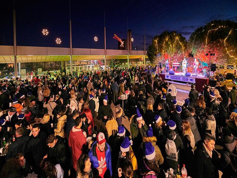 Uz zabavu, ples i novogodišnje plave kapice u Novigradu dočekana 2019.